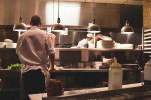 Jídlo znaší vlastní kuchyně